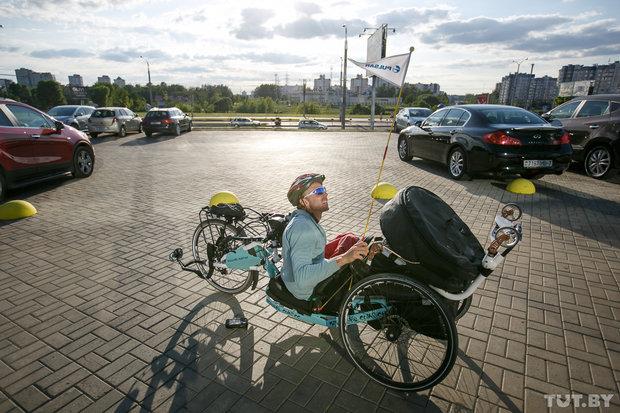 Мечта. Колясочник из Беларуси в одиночку отправился в путешествие по Европе на ручном байке