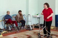 Как в доме-интернате для пенсионеров и инвалидов помогают встать на ноги после инсульта