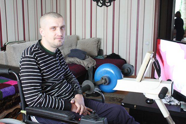 35-летний инвалид-колясочник Олег Клочко