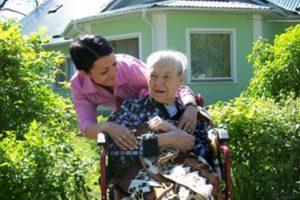 """Стариков и инвалидов можно будет """"усыновить"""" в Беларуси"""