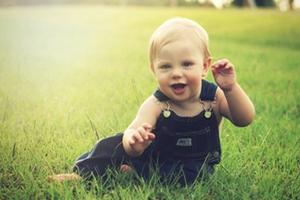 Пособия по уходу за ребенком в возрасте до трех лет будут пересчитывать 1 февраля и 1 августа