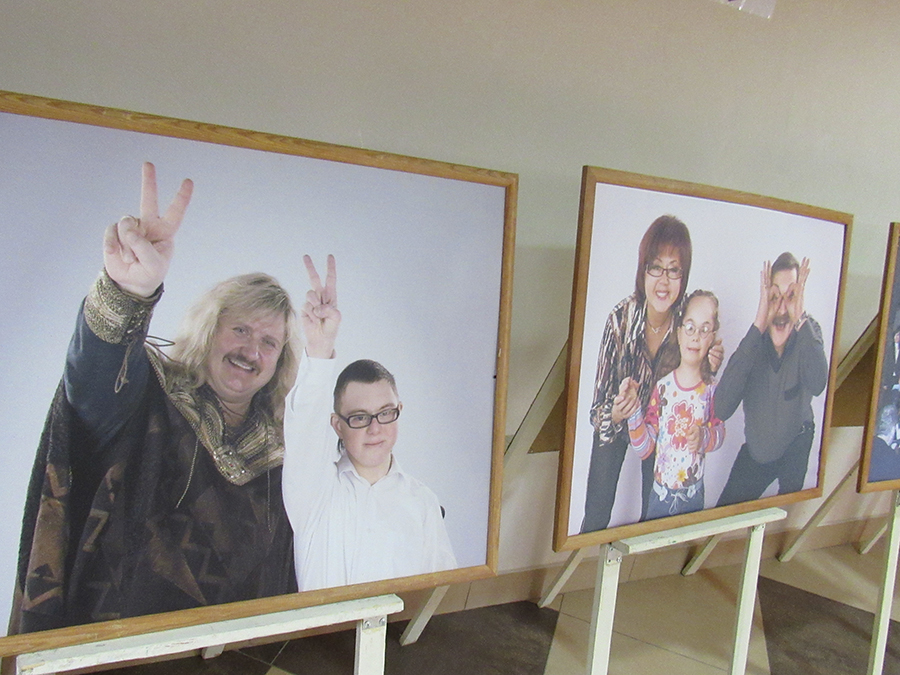 Выставка работ людей с инвалидностью открылась в «Чижовка-Арене»