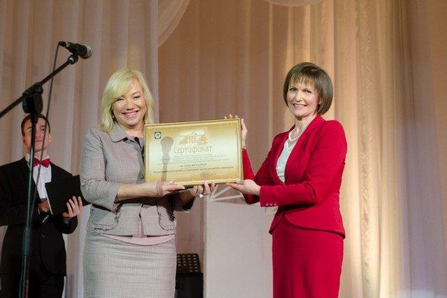 БГАМ передала сертификат спонсорской помощи спецпремии Президента реабилитационному центру для детей-инвалидов
