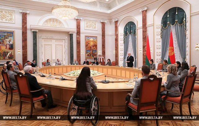 Президент Беларуси Александр Лукашенко вручил государственные награды победителям и призерам Олимпийских и Паралимпийских игр в Пхенчхане