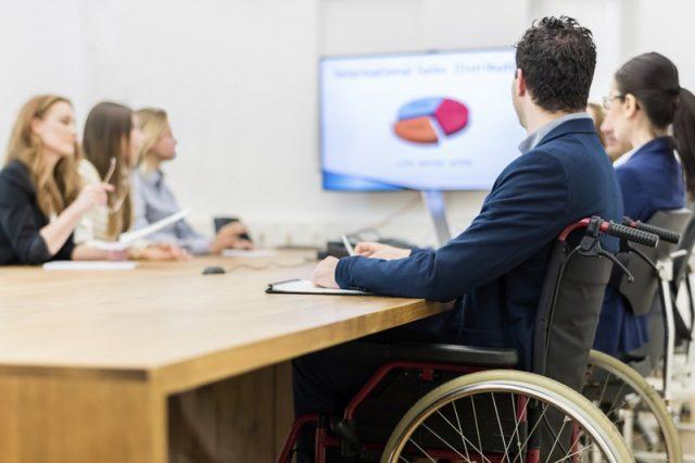 В Институте IBA стартуют два бесплатных практических курса для людей с группой инвалидности