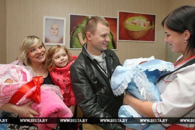 Услуга почасового ухода за детьми остается наиболее востребованной у белорусских семей