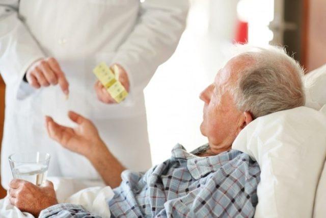 У белорусских пенсионеров появится персональная медицинская сигнализация