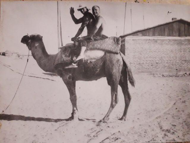В Туркменистане покатался на верблюде