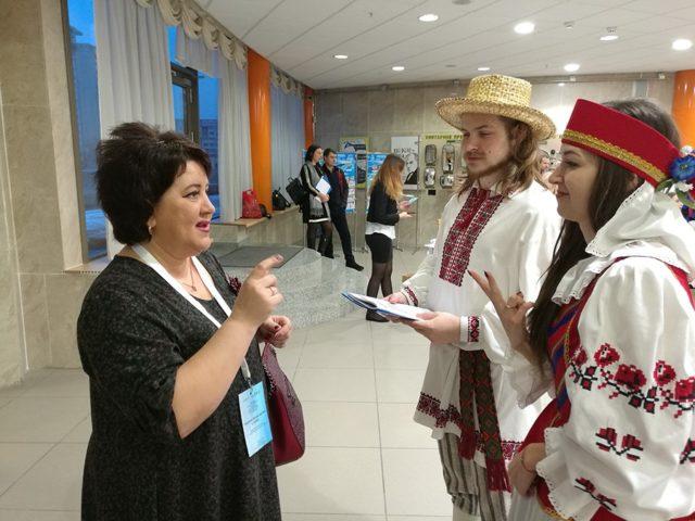 Язык жестов для глухих родной, а русский и белорусский — иностранные