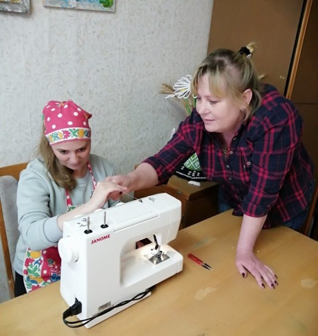 Зарабатывать и ходить в магазин: как молодежь с инвалидностью учат самостоятельности