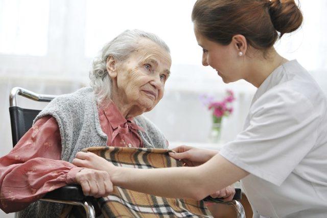 Услуга замещающей семьи для пожилого человека или инвалида в Минске пока не востребована