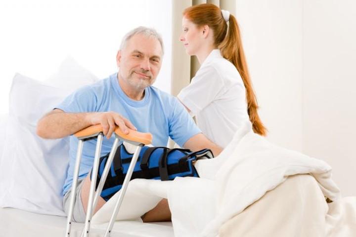 Дать качество жизни. Что важнее – лечение или реабилитация?