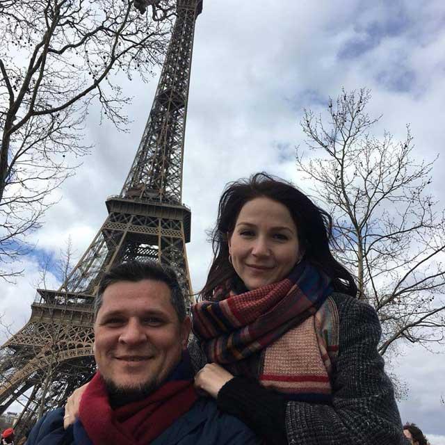 Дамир с женой в Париже. Фото: личный архив