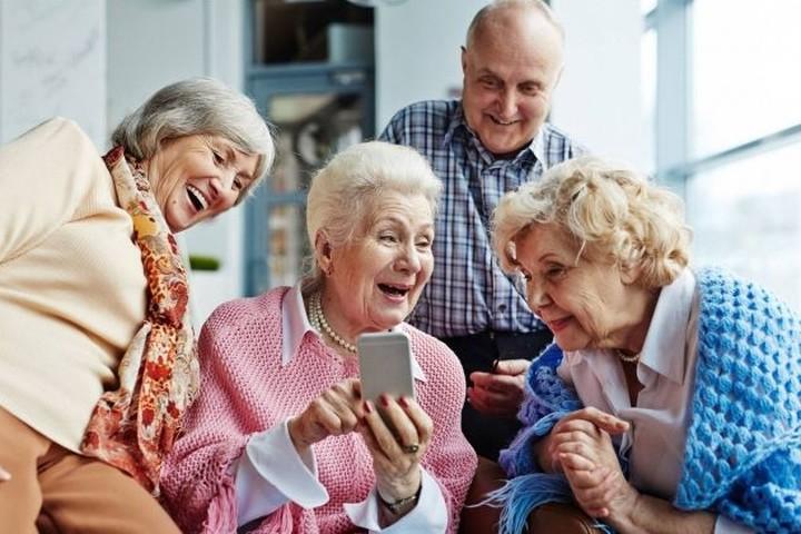 Какие приложения для смартфона будут полезны пенсионеру?