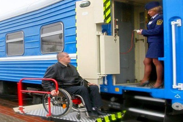 Приспособлены ли белорусские поезда для перевозки инвалидов колясочников?