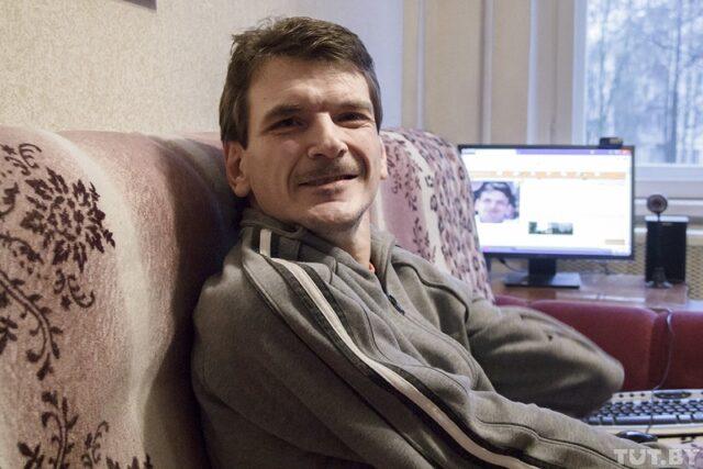 Витебский художник с ДЦП Олег Маханьков