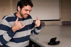 Мобильные телефоны помогут глухонемым людям в общении