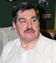 Руководит литературной студией «Пролог» Варшанин Владимир Николаевич