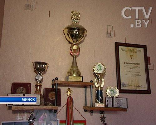 В этой комнате их многочисленные медали, кубки, дипломы