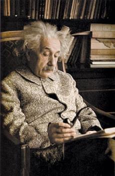 Альберт Эйнштейн в рабочем кабинете в Принстоне, 1939. Задним числом и Ньютону, и Эйнштейну приписывают некоторые черты, свойственные типичным аутистам