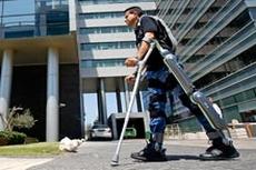 Роботизированный костюм позволяет парализованным людям двигаться