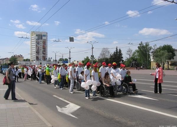 Молодежная инициатива «Мы вместе» объединила в Витебске около сотни волонтеров и инвалидов-колясочников