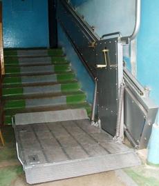 Индивидуальный подъемник на лестничной площадке