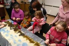 В Минске прошел мастер-класс по игрушкам из войлока для детей-инвалидов