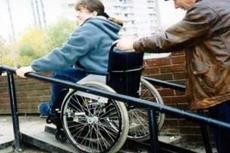 Тозик пообещал инвалидам безбарьерную среду
