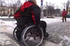 Эксперимент TUT.BY - колясочник не сможет попасть в ЦУМе на этаж с мужскими товарами