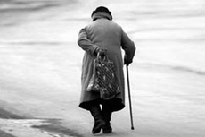 Одинокие пенсионеры не спешат отдавать квартиры государству